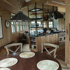 Beach Style Kitchen by Sandvold Blanda Architecture + Interiors LLC