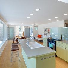 Modern Kitchen by Nick Deaver Architect