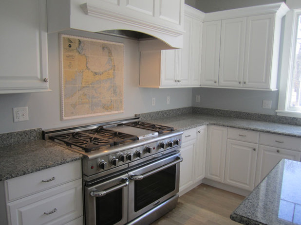 Traditional Kitchen by Screencraft Tileworks