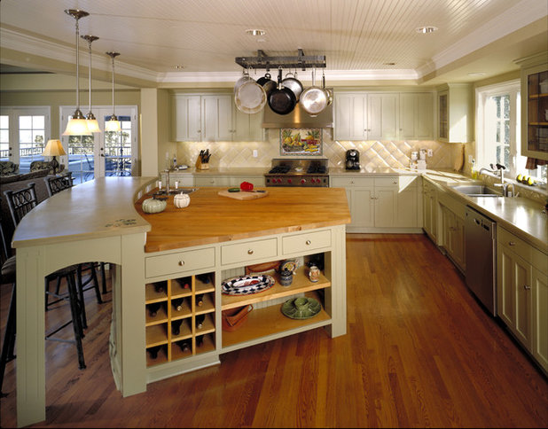 Fresh Traditional Kitchen by Trademark Architecture Interiors