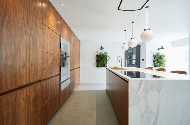 Contemporary Kitchen by HCC Interiors