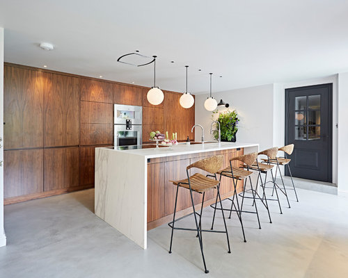 Mid-sized midcentury modern kitchen remodeling - Inspiration for a  mid-sized midcentury modern
