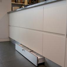 Modern Kitchen by The Kitchen House