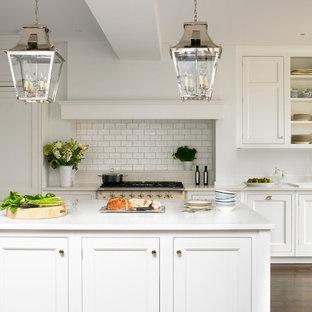 ロンドンのトラディショナルスタイルのキッチンの画像