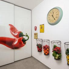 Contemporary Kitchen by Hardoor