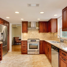Traditional Kitchen by JANSEN QUALITY CONSTRUCTION