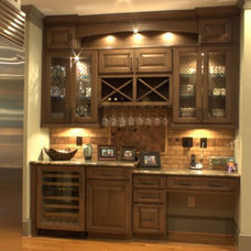 Traditional Kitchen by Platinum Kitchens