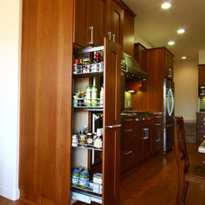 Traditional Kitchen by Kitcheneering