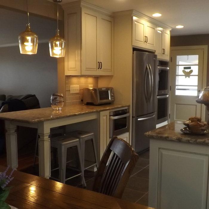 Traditional Warm White Kitchen