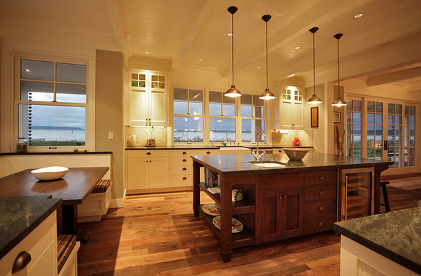 Traditional Kitchen by Warmington & North