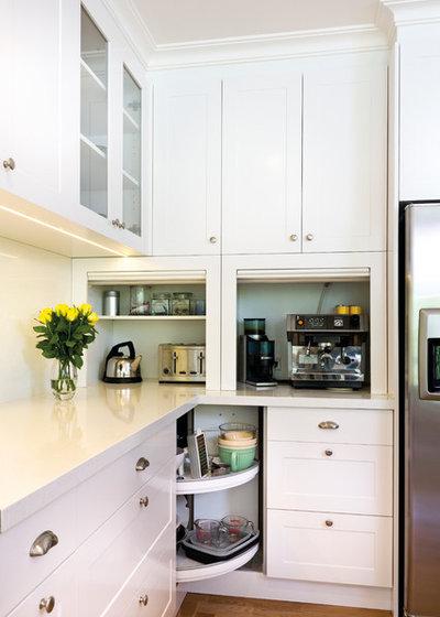Современная классика Кухня by Kitchens by Peter Gill