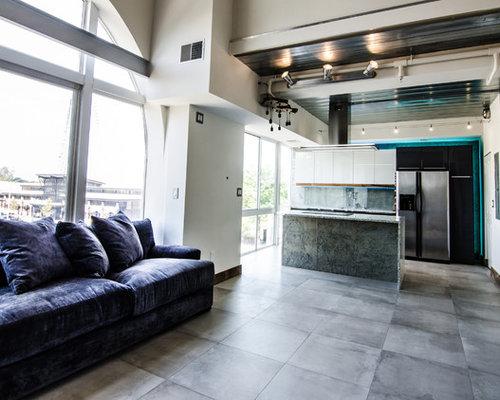Küchen mit grauer Küchenrückwand und Arbeitsplatte aus ...