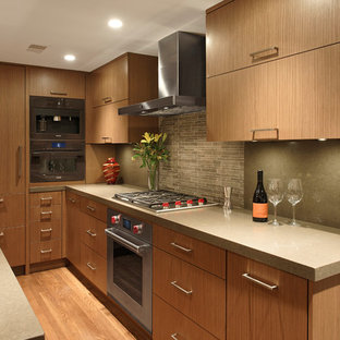 Photo of a mid-sized contemporary u-shaped eat-in kitchen in DC Metro with an integrated sink, flat-panel cabinets, medium wood cabinets, quartz benchtops, stone tile splashback, panelled appliances, with island, grey splashback and medium hardwood floors.