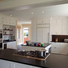 Beach Style Kitchen by Hammer Architects