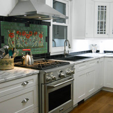 Traditional Kitchen by Kitchens 'N Sync