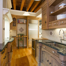 Traditional Kitchen by CL Waterfront Properties, LLC