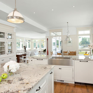 Kitchen   Traditional Kitchen Idea In Vancouver With A Farmhouse Sink And  Granite Countertops