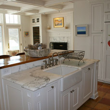 Traditional Kitchen by Sapia Builders Corp.