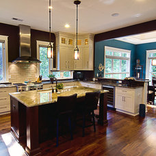 Traditional Kitchen by Vin Yet Architecture