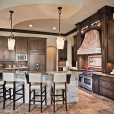 Traditional Kitchen by Maison Market