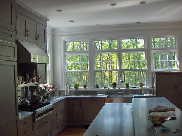 Traditional Kitchen by Mahoney Architects