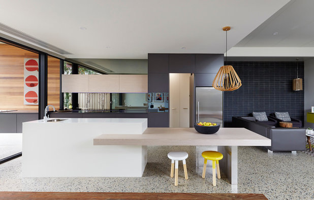 Contemporary Kitchen by Mosmo Living
