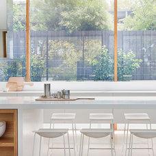Modern Kitchen by Robert Mills Architects and Interior Designers