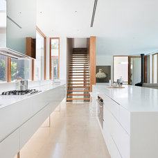 Modern Kitchen by Robert Mills Architects and Interior Designers