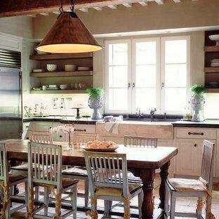 Diseño de cocina de estilo de casa de campo con fregadero sobremueble