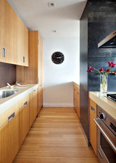 Modern Kitchen by Noha Hassan Designs