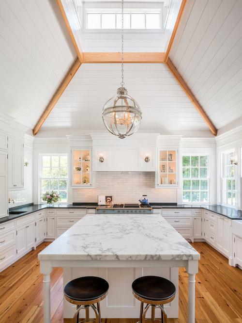 Farmhouse kitchen design ideas remodel pictures with for Farm style kitchen backsplash