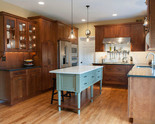 Craftsman kitchen ideas  Arts and crafts u shaped photo in Philadelphia with shaker Best 100 Kitchen Ideas Decoration Pictures Houzz