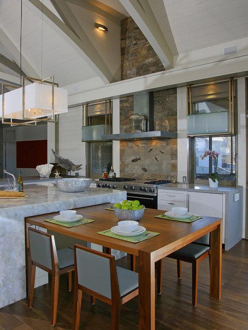 Küchen mit Küchenrückwand in Braun und Onyx-Arbeitsplatte Ideen ...