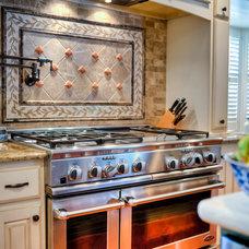 Traditional Kitchen by Bluebonnet Building & Renovation, Inc
