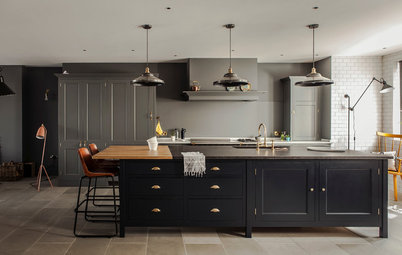 7 Stylish Ways to Pull Off Black Kitchen Cabinets
