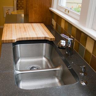 Idee per una piccola cucina classica con lavello sottopiano, ante di vetro, ante in legno scuro, top in cemento, paraspruzzi multicolore, paraspruzzi con piastrelle in ceramica, elettrodomestici in acciaio inossidabile, pavimento in legno massello medio e nessuna isola