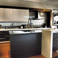 Modern Kitchen by Designer Kitchens LA