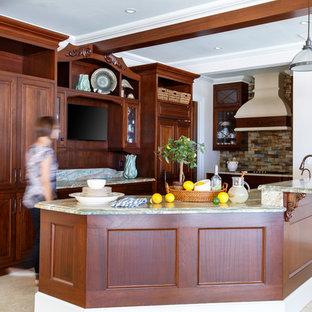 Idées déco pour une cuisine ouverte exotique avec un placard avec porte à panneau surélevé, des portes de placard en bois brun, un plan de travail en onyx, une crédence multicolore, une crédence en carreau de céramique, un électroménager encastrable, un sol en marbre et une péninsule.