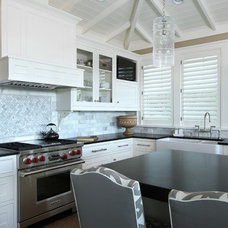 Tropical Kitchen by E+D Architecture and Design, PL