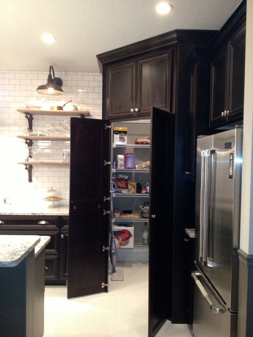 Corner Walk-in Pantry | Houzz