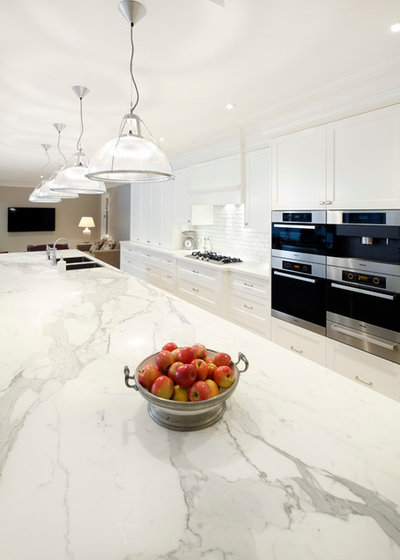 12 essential ingredients for a classic hamptons style kitchen for Hamptons style kitchen splashback