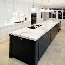 Traditional Kitchen by Art of Kitchens Pty Ltd