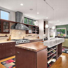 Contemporary Kitchen by Avid Builders Inc.