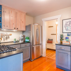 Beach Style Kitchen by Cassie Daughtrey Realogics Sotheby's Realty