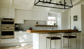 West University Place, transional Poggenpohl kitchen in a traditional home
