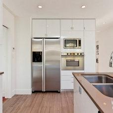 Contemporary Kitchen by Battiston Homes Ltd