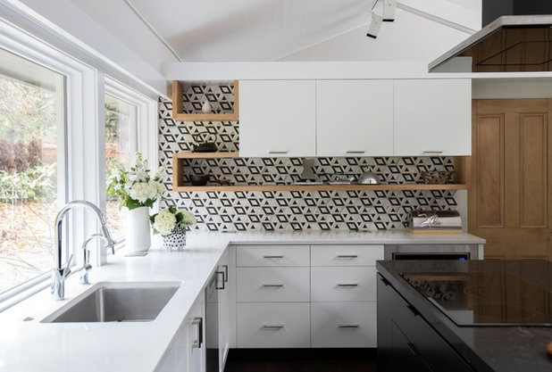 Midcentury Kitchen by Kendall Ansell Interiors