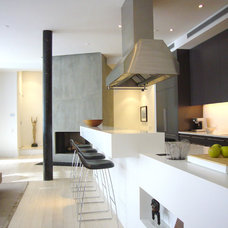 Contemporary Kitchen by West Chin Architects & Interior Designers