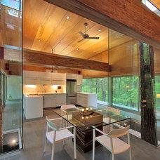 Modern Kitchen by Travis Price Architects Inc.
