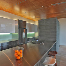 Modern Kitchen by Travis Price Architects Inc.
